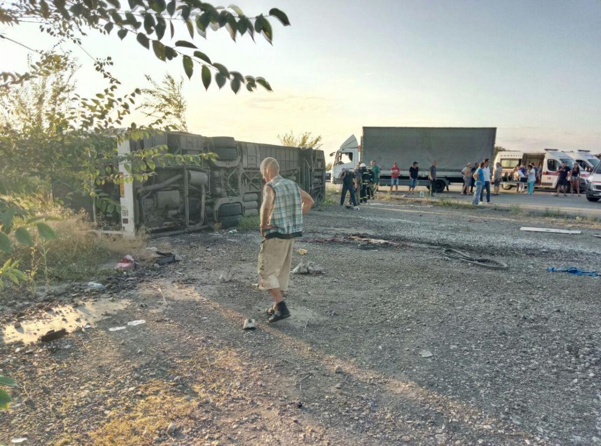 На Дніпропетровщинівнаслідок зіткнення автобуса і іномарки загинуло двоє людей / фото Інформатор