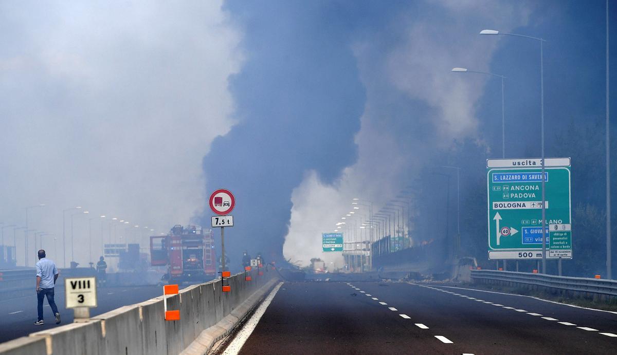 Вибух бензовозу в Болоньї / REUTERS