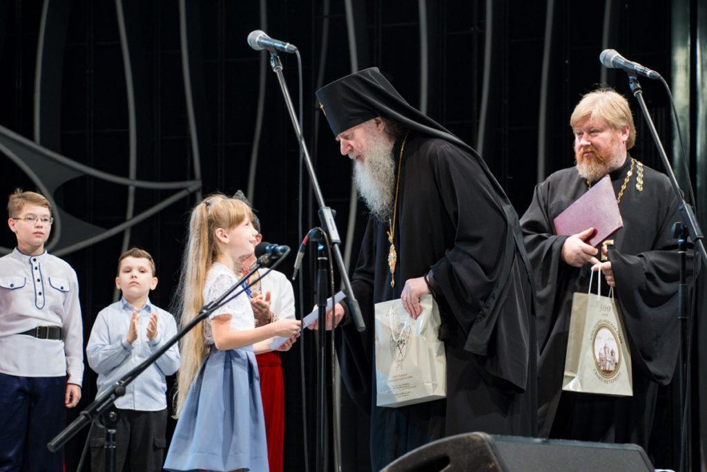 Самой маленькой участнице гала-концерта исполнилось всего 5 лет / vitprav.by