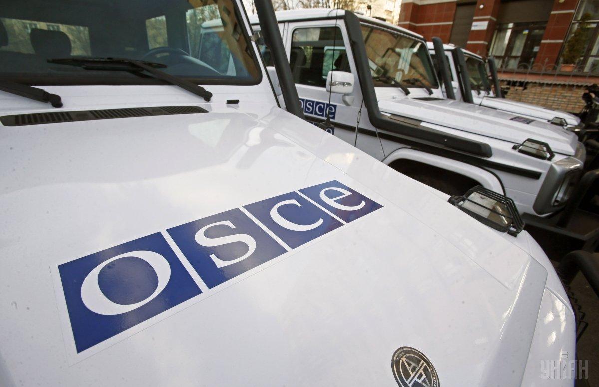 Ще два бронетранспортери місія ОБСЄ зафіксувала в Донецьку \ фото УНІАН