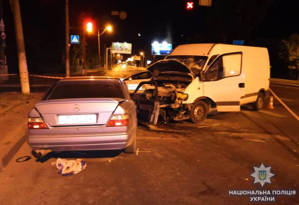 Внаслідок зіткнення автомобілів постраждали семеро людей, один із яких помер у лікарні / Фото od.npu.gov.ua