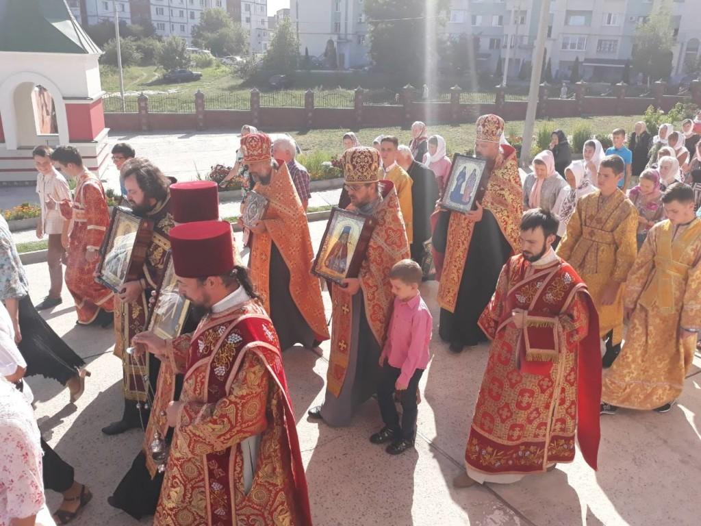 В Ровно встретили мощи 10-ти святых целителей / rivne.church.ua