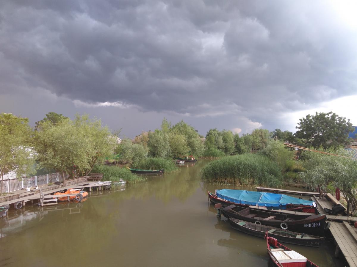 Одна із головних вулиць-каналіву Вилковому / фото УНІАН