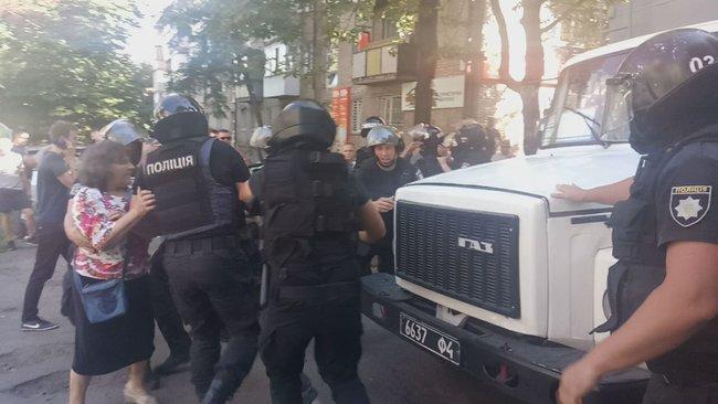 """Правоохранители вывезли из СИЗО экс-бойцов """"Торнадо"""" / фото Цензор.НЕТ"""