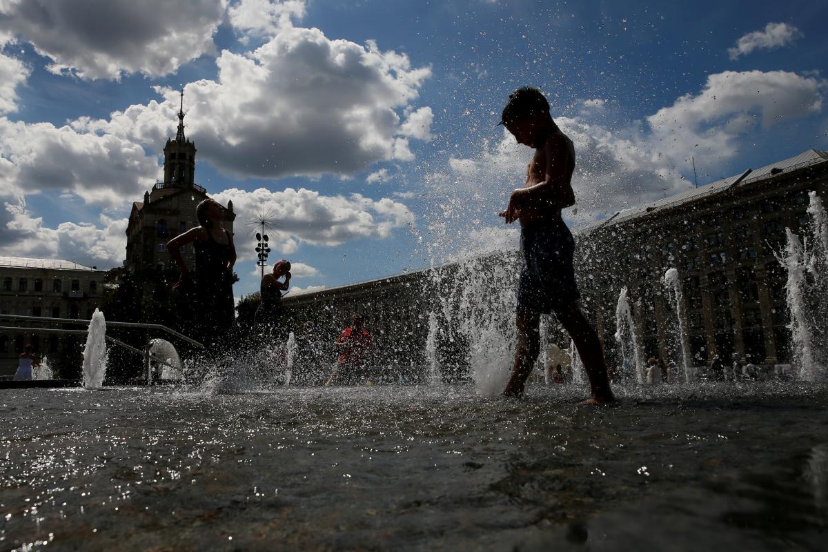 Сколько будут отдыхать украинцы на Троицу и День Конституции 2021 / фото REUTERS