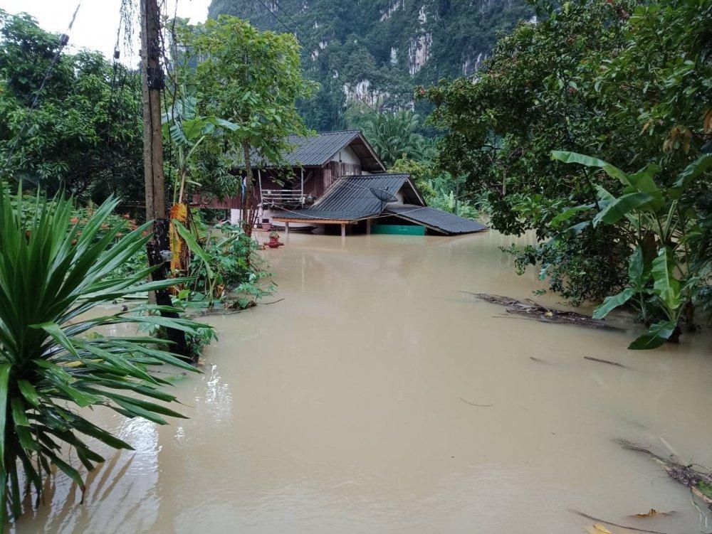 На Таиланд обрушился шторм / THE NATION