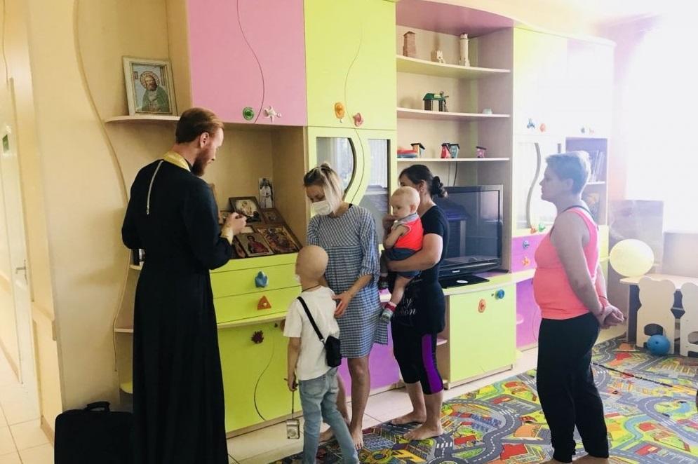 Молодежный активОдесской епархии посетил детей-пациентов медицинских и подопечных воспитательных учреждений города Одессы / eparhiya.od.ua