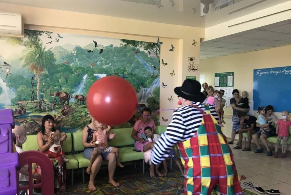 Одесские священники устроили праздник в день святого целителя Пантелеимона для 180 детей/ eparhiya.od.ua