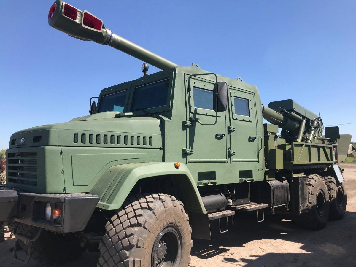 155-мм орудие размещено на колесном шасси КрАЗ 6х6 с бронированной кабиной / facebook.com/yuri.biriukov