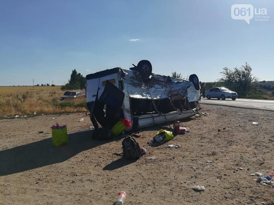 В сети опубликовали видеомомента столкновения грузовика и микроавтобуса под Запорожьем / фото 061