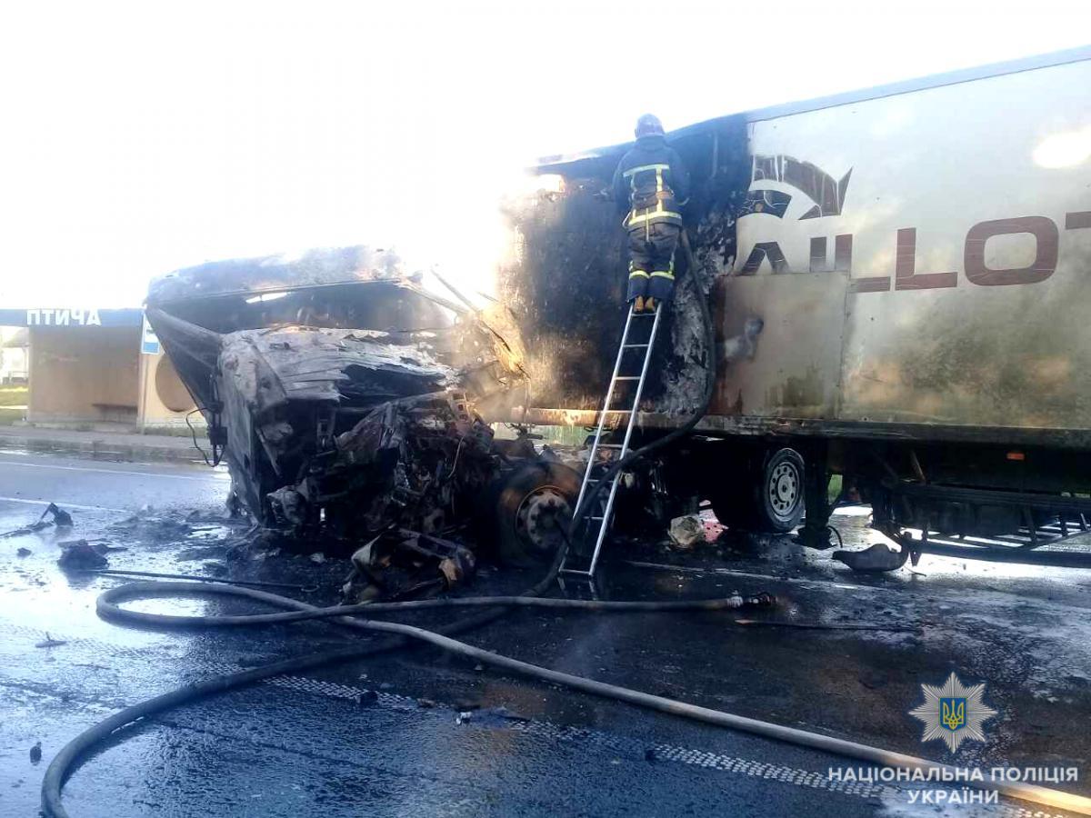 Водій вантажівки згорів заживо / фото rv.npu.gov.ua