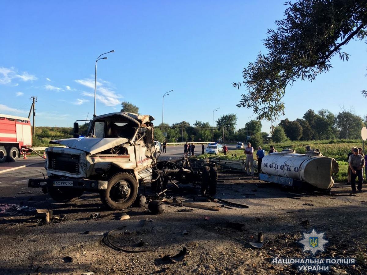 На Рівненщині молоковоз зіткнувся з вантажівкою / фото rv.npu.gov.ua