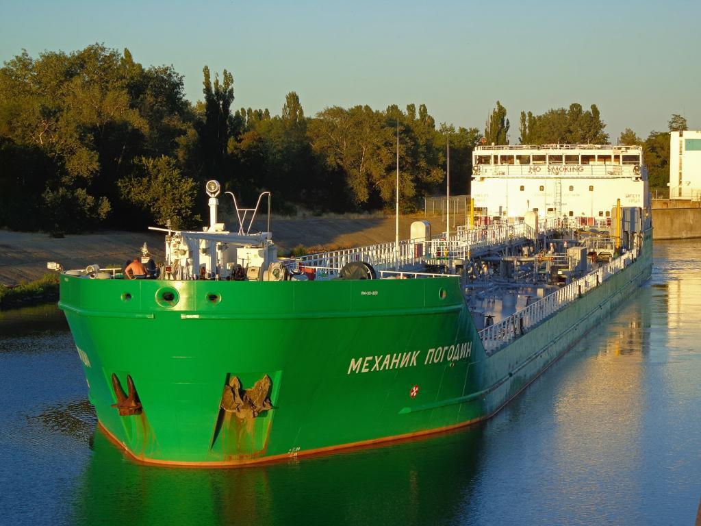 """Вчора в Херсоні був затриманий російський танкер """"Механік Погодін"""" / фото fleetphoto"""