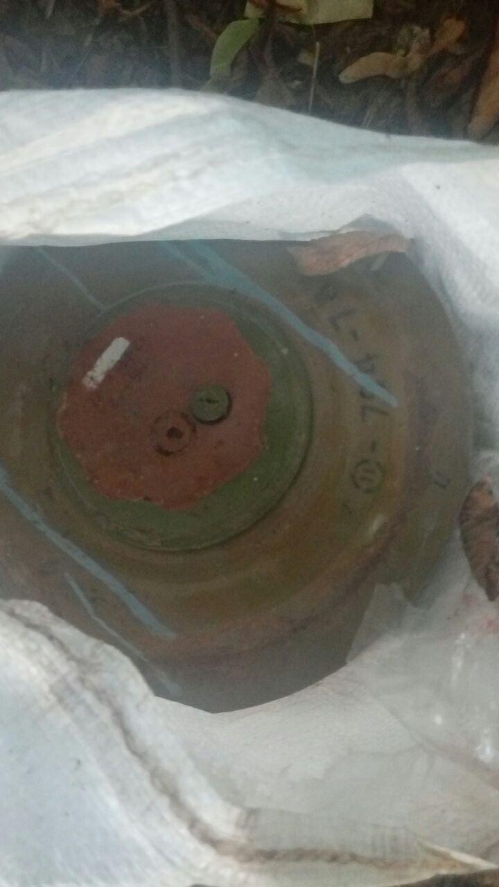 Странную находку мужчина обнаружил недалеко от конечной остановки маршрутного такси № 136 / фото ГСЧС в Днепропетровской области