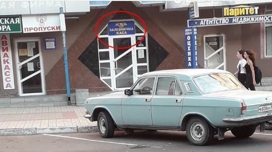 Раньше на этом месте висела вывеска на русском языке / фото twitter.com/666_mancer