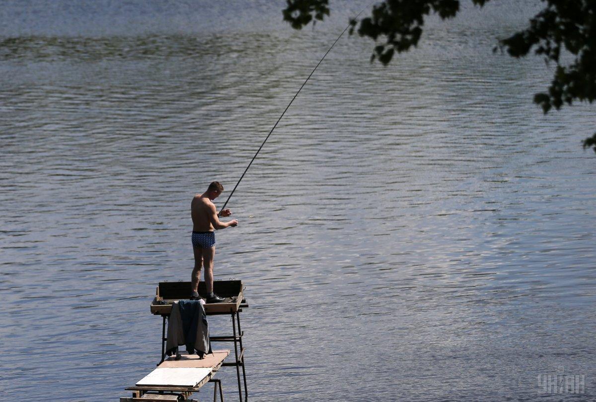 38-летний волынянин рыбачил возле высоковольтной линии / фото: УНИАН