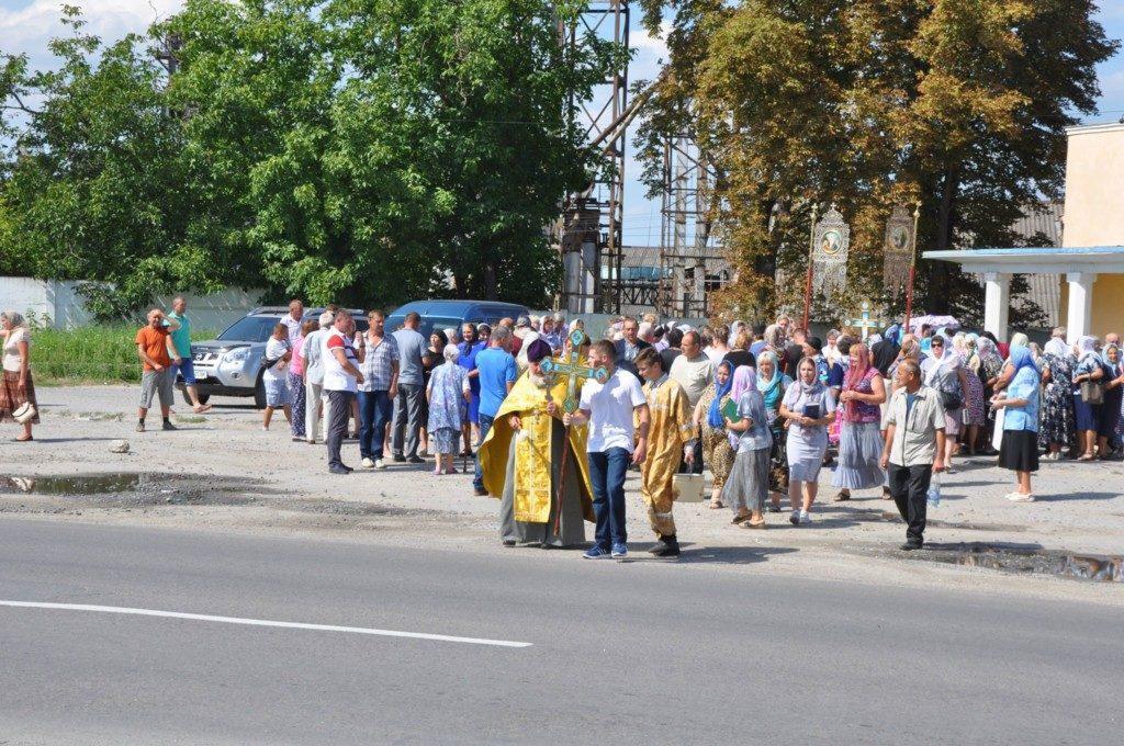 На Тернопольщине верующие и священники УПЦ прошли крестным ходом за безопасностьдорожного движения / ternopil.church.ua