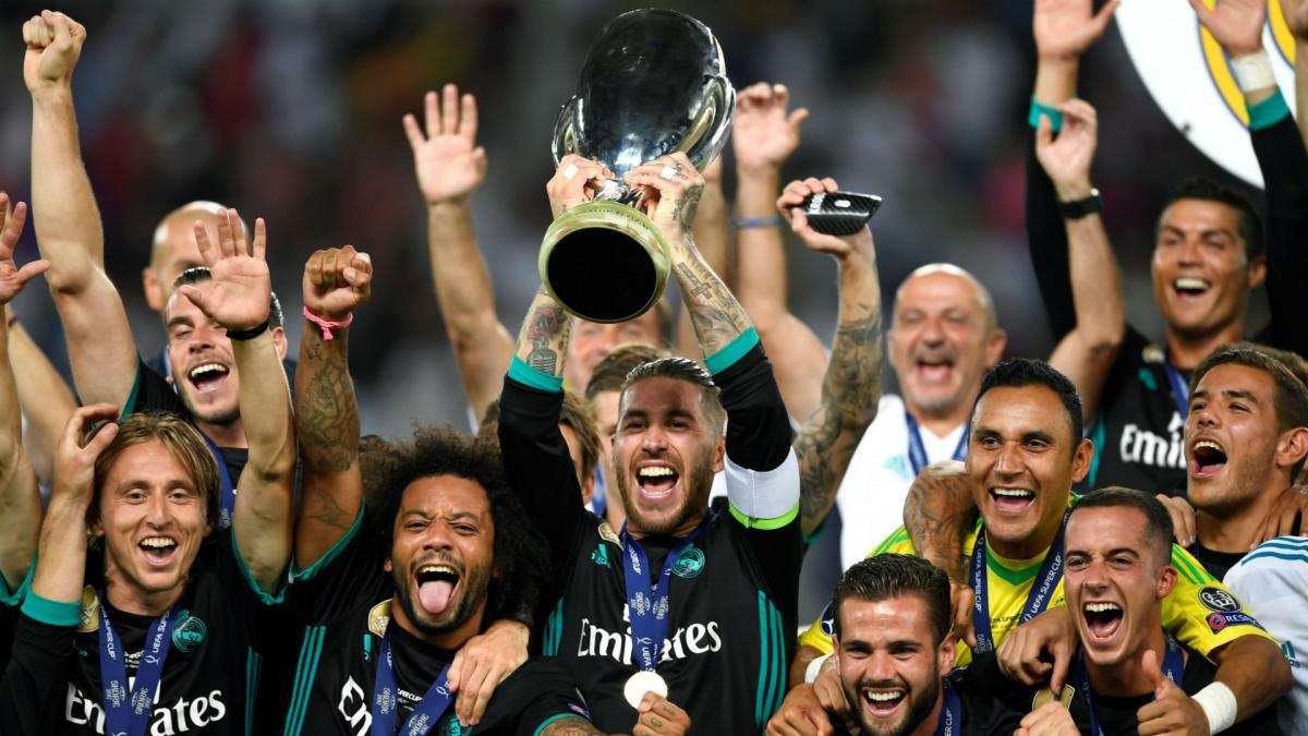 """""""Реал"""", выигравший Суперкубок УЕФА год назад, разыграет в среду этот трофей в матче с """"Атлетико"""" в Таллинне / goal.com"""