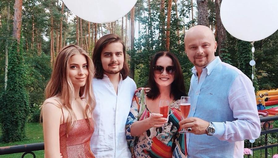 Начальник Софии Ротару поведал оличной жизни эстрадной певицы после кончины супруга