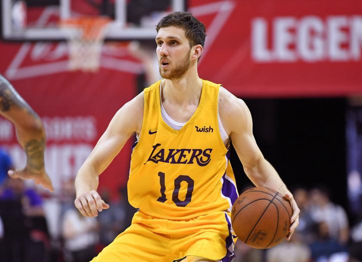 Святослав Михайлюк не вышел на площадку в стартовом матче Лейкерс в новом сезоне НБА / fbu.ua