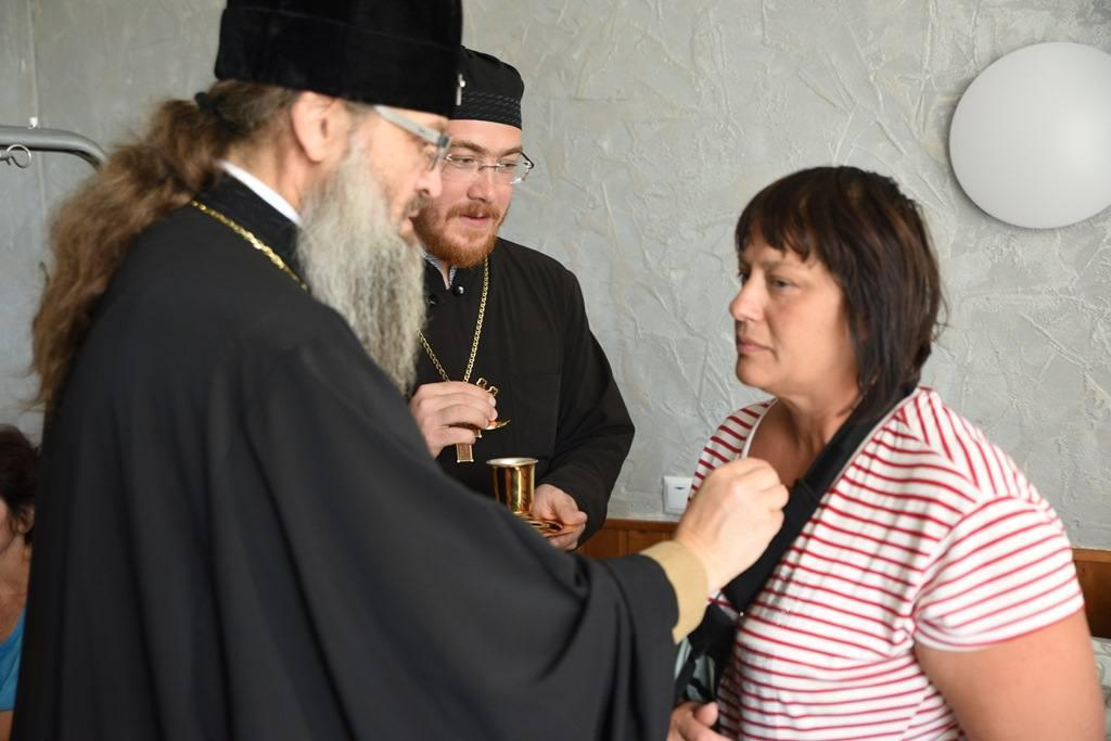Митрополит Запорожский и Мелитопольский Лука посетил пострадавших в больнице / hramzp.ua