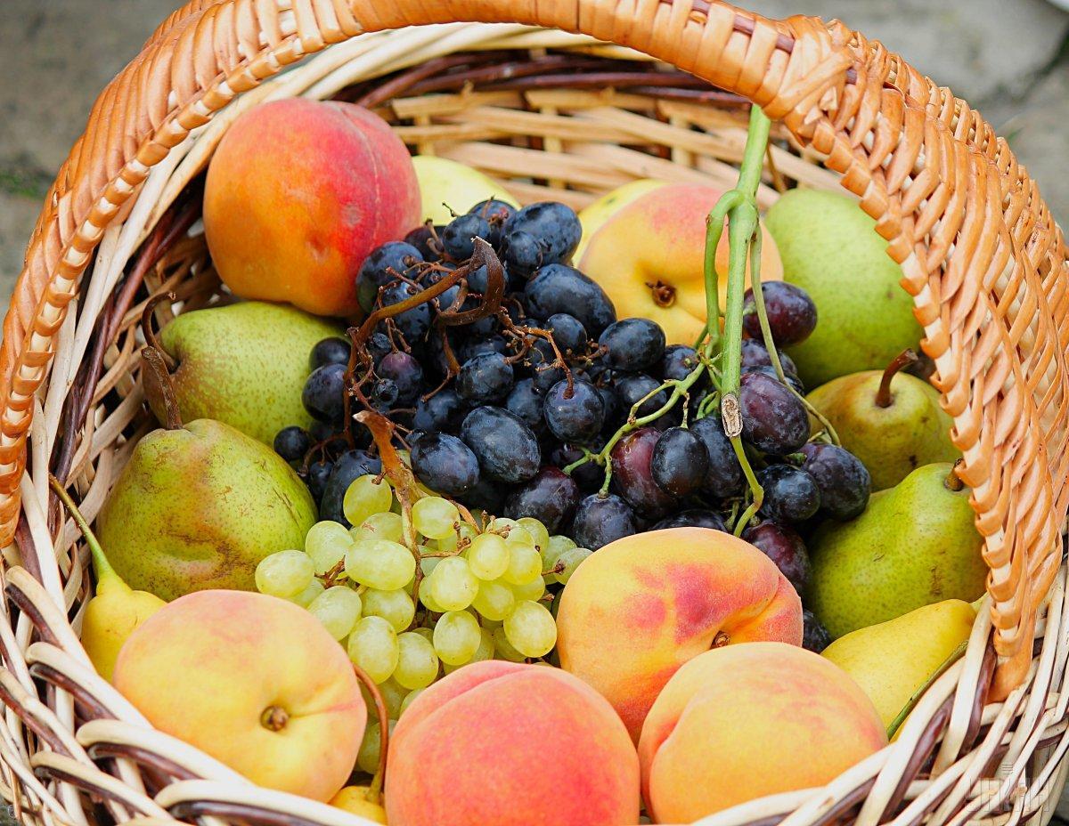 На Яблучний спас прийнято святити яблука, сливи, груші і виноград \ УНІАН