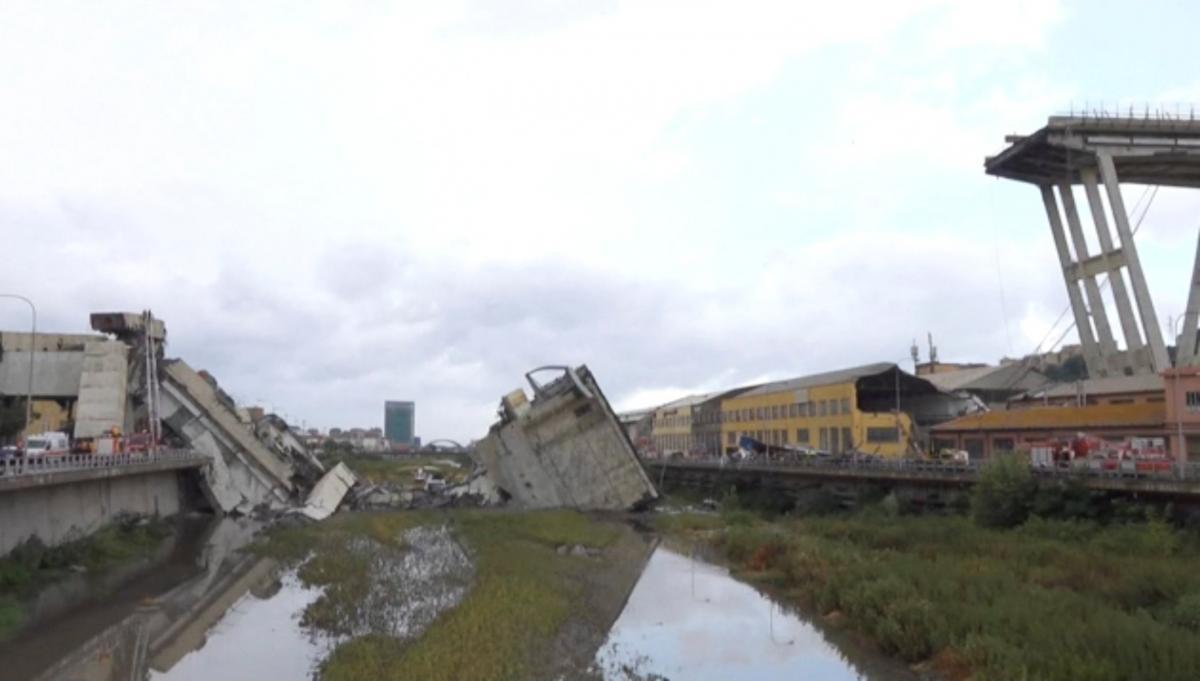 Крушение моста в Италии / REUTERS