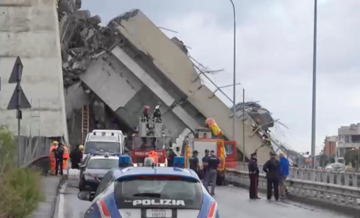 Обвал мосту в Генуї / Local Team via Reuters TV/REUTERS