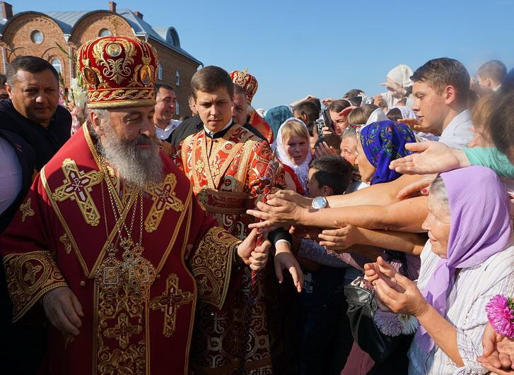 Отримати благословення Митрополита Онуфрія зібралися безліч віруючих / news.church.ua