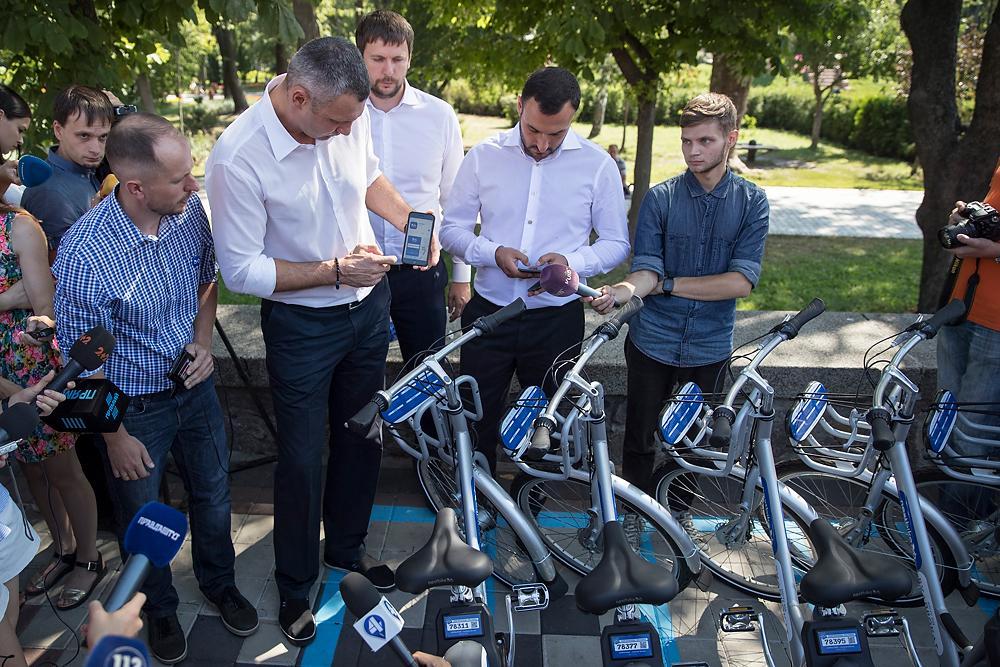 Кличко презентував систему велопрокату «Bike sharing», яка почала працювати у Києві / kyivcity.gov.ua
