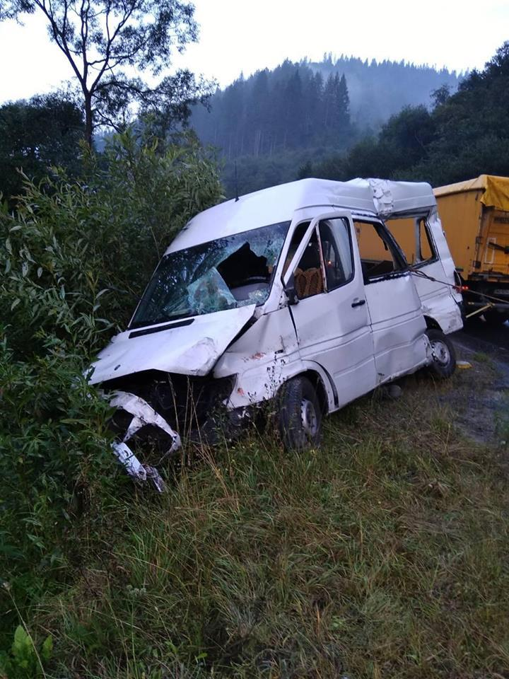 В результате ДТП от полученных травм погиб водитель-священник / facebook.com/MNSLVIV