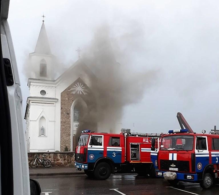 Под Гродно от удара молнии загорелся костел / Фото: grodnonews.by