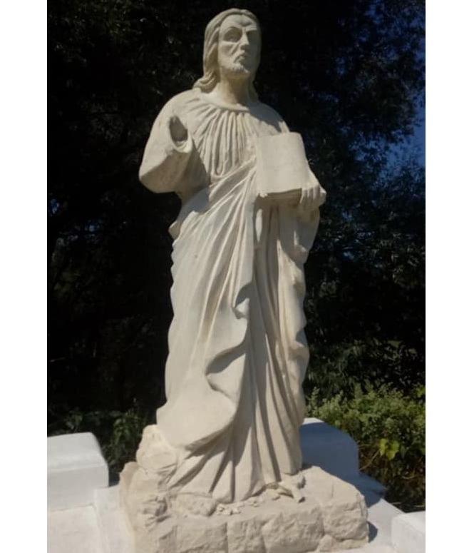 В Галичі вандали поглумилися над статуєю Христа / vikna.if.ua