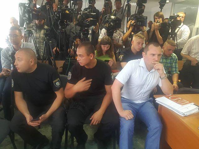 Адвокату Рябовол довелося сісти на лавку поряд з приставами / Цензор.НЕТ