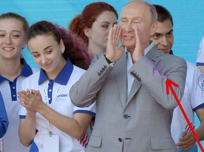 Путіна знову висміяли за фото / фото Олексій Голобуцький