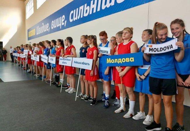 Спортсменки з Тернополя здобули дві золоті нагороди на Кубку України з боксу серед жінок / fbu.org.ua