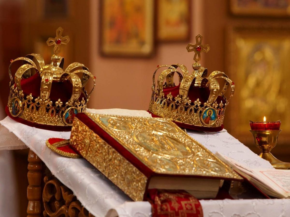 К Таинству венчания приглашаются православные пары, состоящие в зарегистрированном браке / hramzp.ua