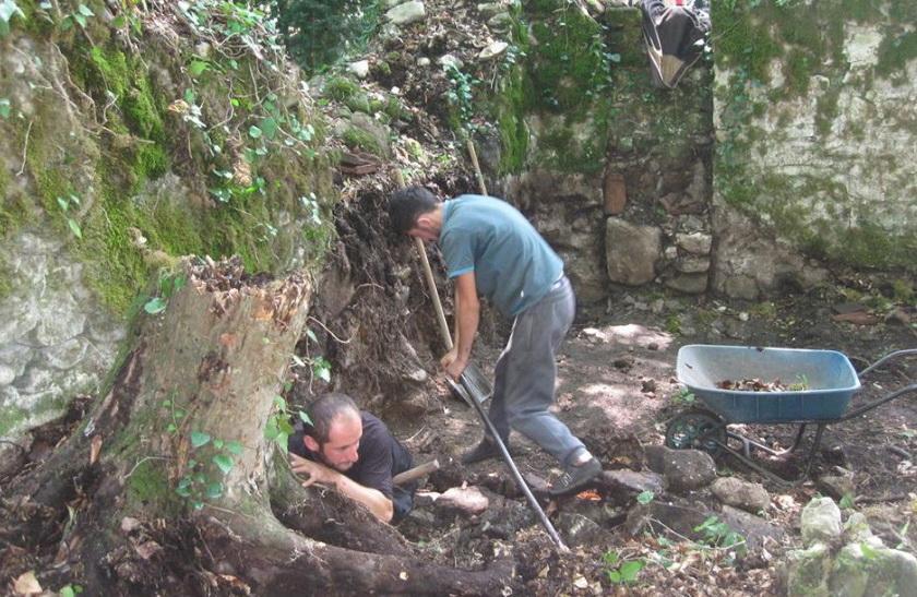 На остатках стройматериалов обнаружена надпись на средневековом грузинском алфавите / Facebook Тамаз Маркозашвили
