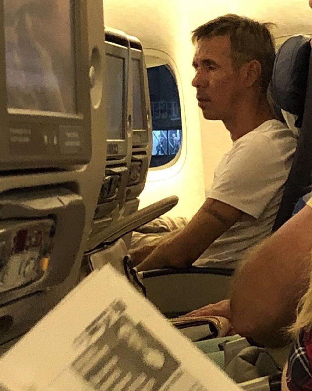 З-за неадекватної поведінки актора літак не зміг злетіти / Telegram-канал Super