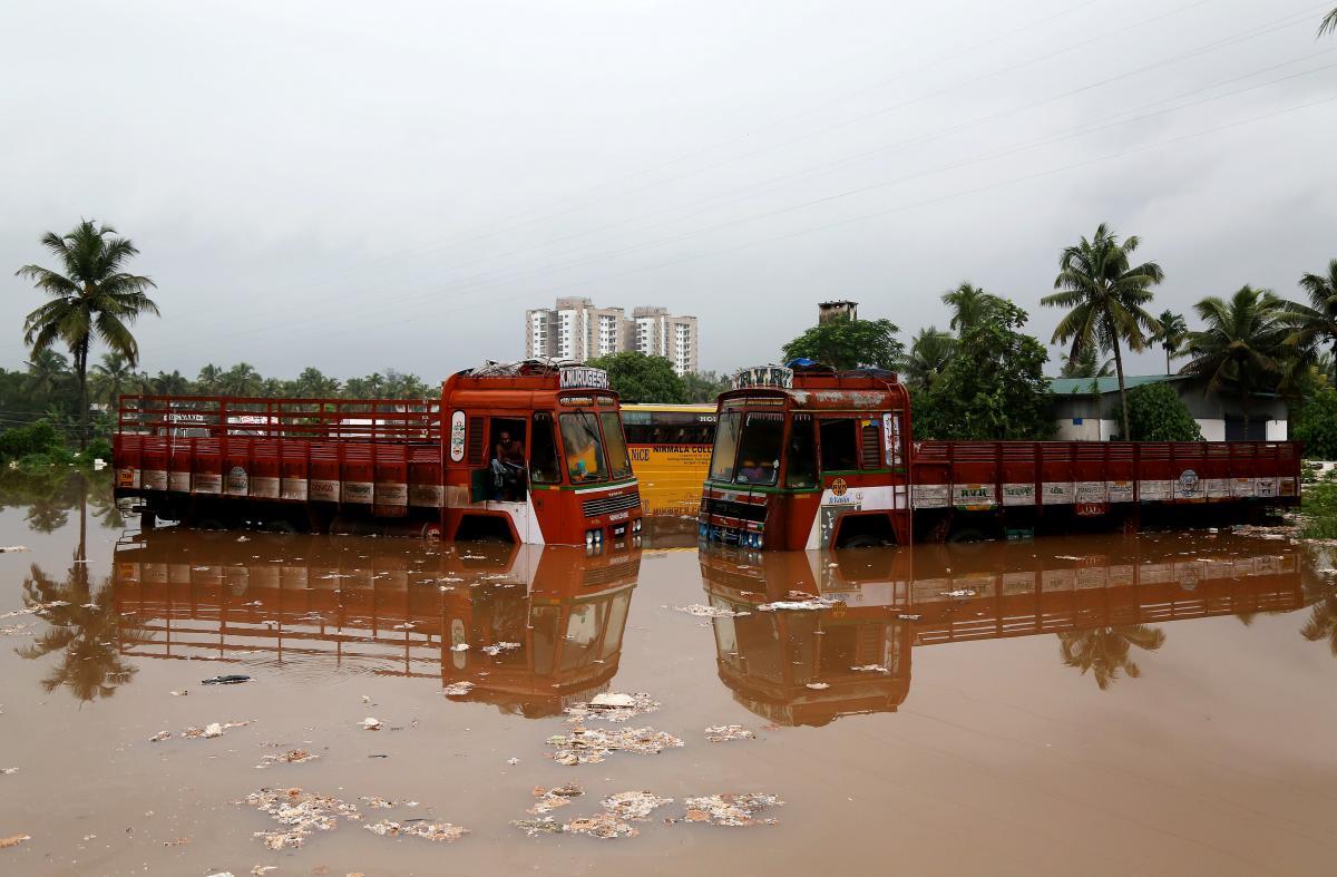 Індія потерпає від повеней / REUTERS
