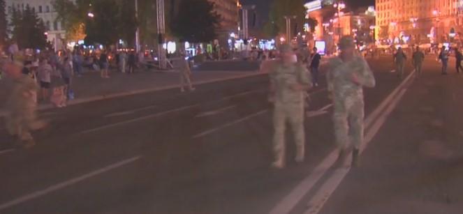 Військові готувалися до параду / скріншот відео ТСН