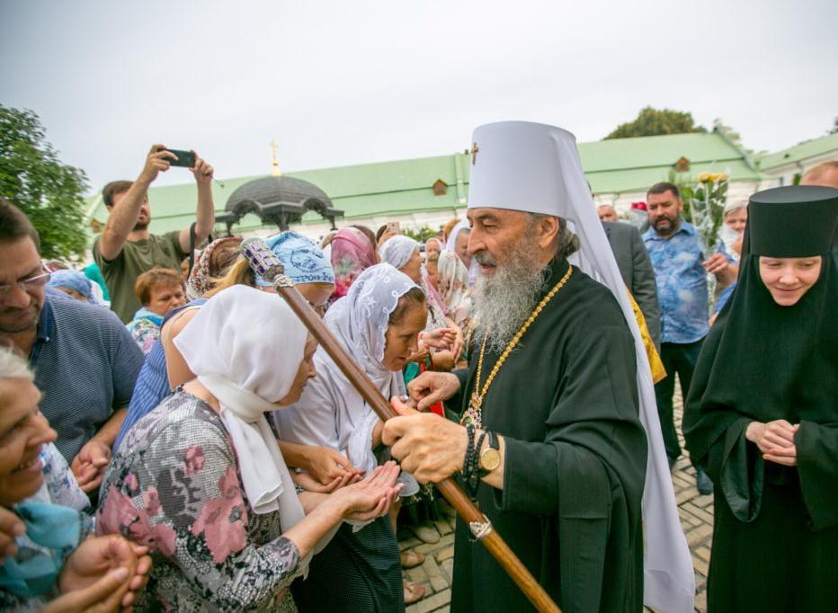 Після богослужіння Предстоятеля вітали віряни / news.church.ua