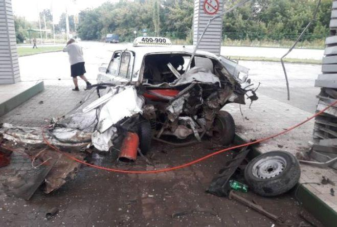 У Тернополі на газовій заправці вибухнуло таксі / фото УНІАН