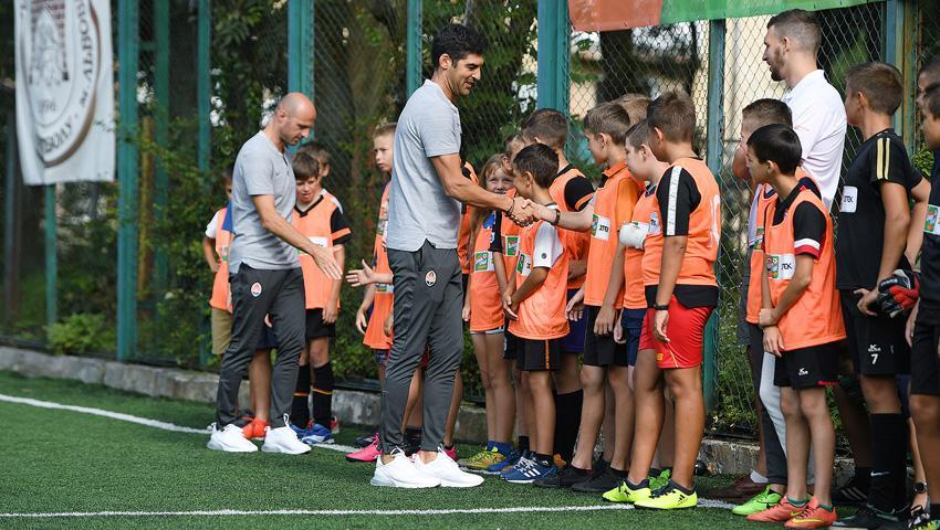 Фонсека поиграл в футбол с детьми во Львове / shakhtar.com