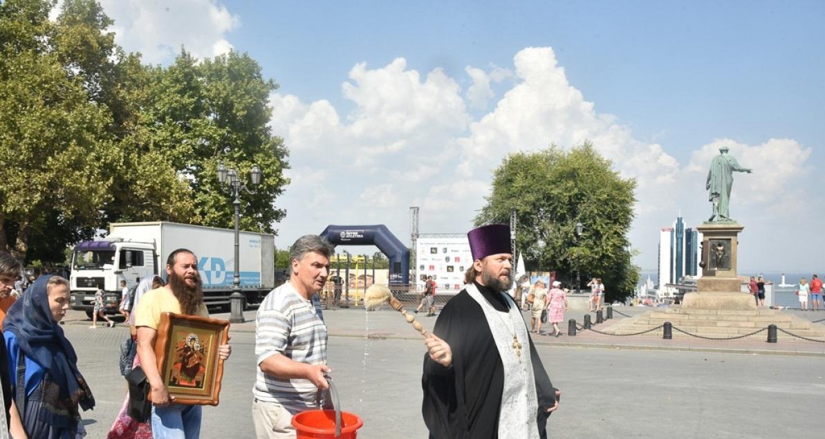 Священники УПЦ освятили центр Одессы после ЛГБТ-парада / odessamedia.net