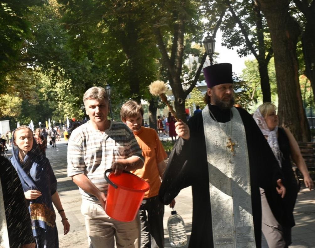 Священики звірянами пройшлися від пам'ятника Дюку де Рішельє до Одеської мерії / odessamedia.net