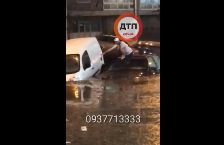Київ знову затопило / Фото facebook.com/dtp.kiev.ua