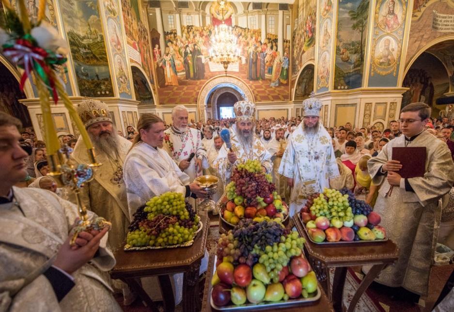 Митрополит Онуфрий совершил освящение винограда нового урожая / news.church.ua