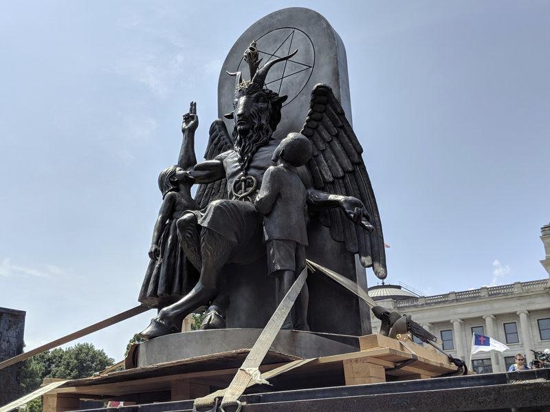 Зображення Бафомета є символом сатанізму / Фото: npr.org