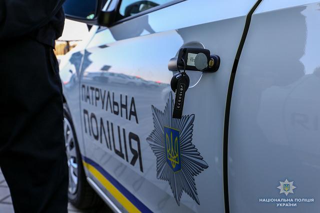 Очевидці стверджують, що правоохоронці, які чергували біля Дачного, не вживали жодних дій, щоб зупинити нападників \ фото НацполіціяУкраїни
